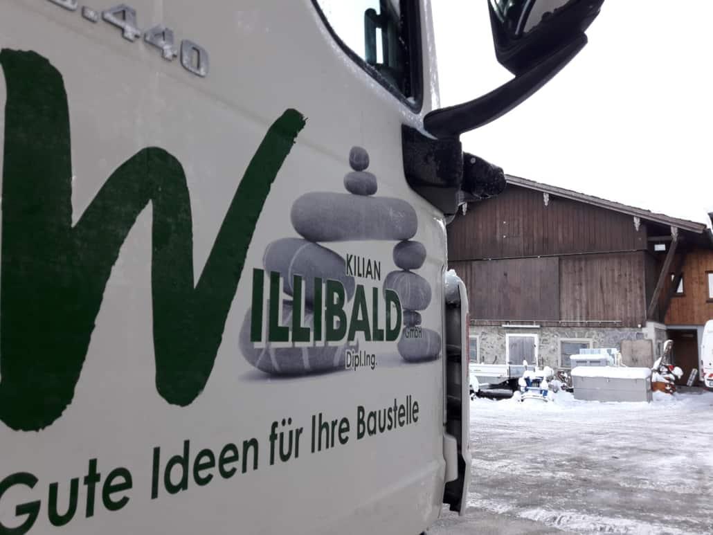 Rechtsabbiegerwarnung_Sicherheitsnachruestung_LKW_Lastwagen_Sicher im Straßenverkehr_Willibald_Tiefbau_Bad_Toelz